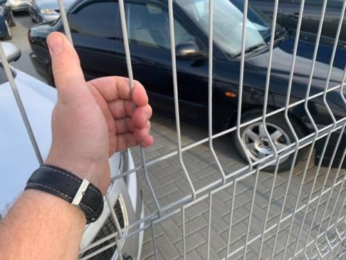 серый 3д забор