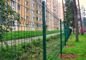 3 забор вокруг многоквартирного ома